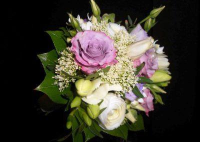 Blumenwiese Floristik Strauß in weiß und lila