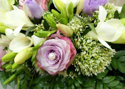 Nahaufnahme Blumenstrauß in weiß und lila vom Blumenladen Blumenwiese Eisenach